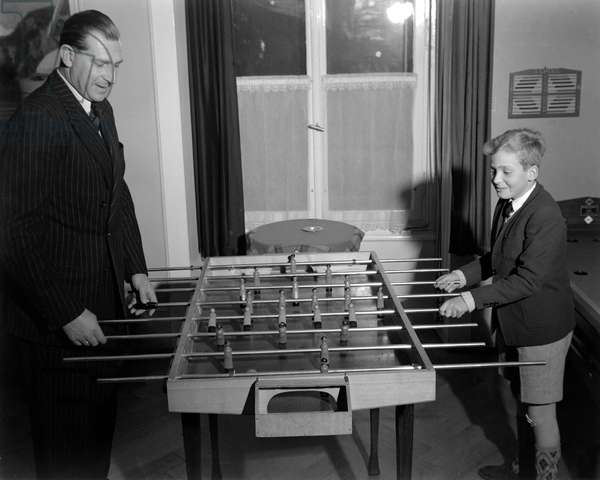 THE KING OF SPAIN JUAN (Juan de Borbon or Jean de Bourbon) WITH HIS SON JUAN CARLOS (Juan Carlos I) IN LAUSANNE play table football (table football) 1948