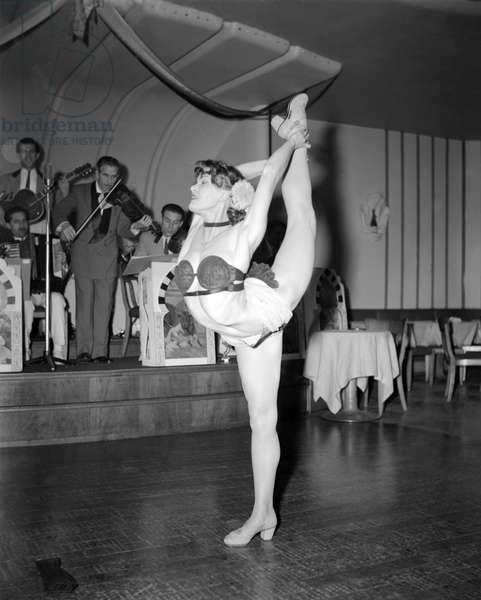 THE DANCER MARIANNA RASOW IN LAUSANNE - 1949