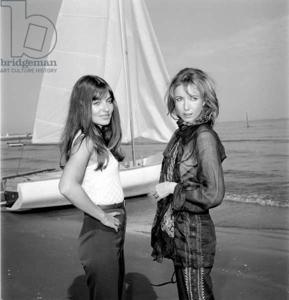 THE ACTRESSES BULLE OGIER AND MARIE FRANCE (Marie-France) PISIER AT VENICE LIDO BEACH - 1969