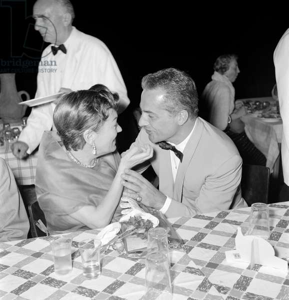 THE ACTRESS GLORIA SWANSON WITH THE ACTOR ROSSANO BRAZZI AT INTERNATIONAL FILM FESTIVAL OF VENICE LIDO - 1955