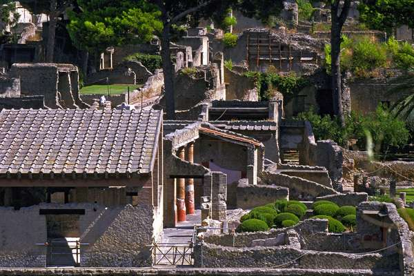 Italy: Archaeological site of Herculanum: at the foot of the Vesuve: general view