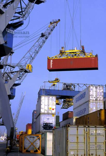 HOLAND: ROTTERDAM: the port: sea freight