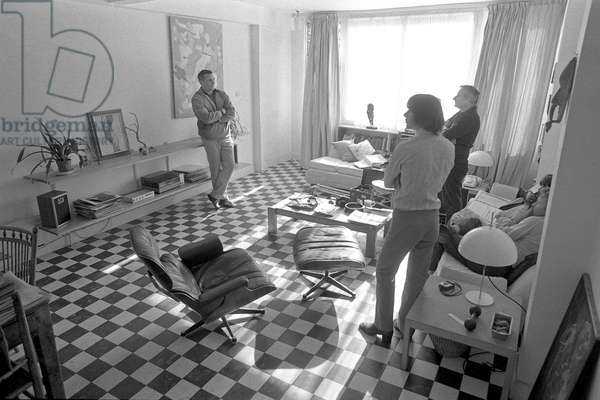 DAVID STOREY being photographed by LORD SNOWDEN (extreme right with his assistant & LINDSAY ANDERSON) (b/w photo)