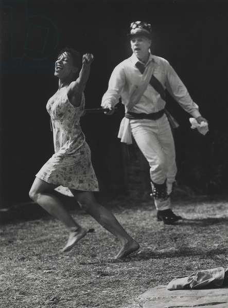Nina Sosanya as Pearl Truce and Michael Siberry as Giles Mace in 'House & Garden' by Alan Ayckbourn, National Theatre, London, 2000 (b/w photo)