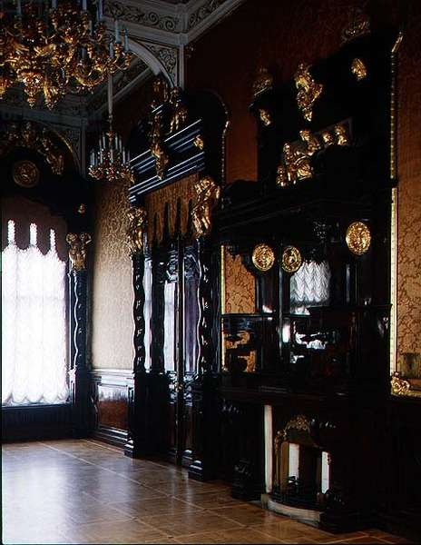 Carved walnut fireplace and doors in the Gold Drawing Room, designed by Bernard Simon (1816-1900) (photo)