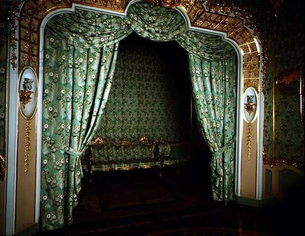 The bed alcove in the Damask Bedroom of the Chinese Palace designed by Antonio Rinaldi (1709-94) (photo)