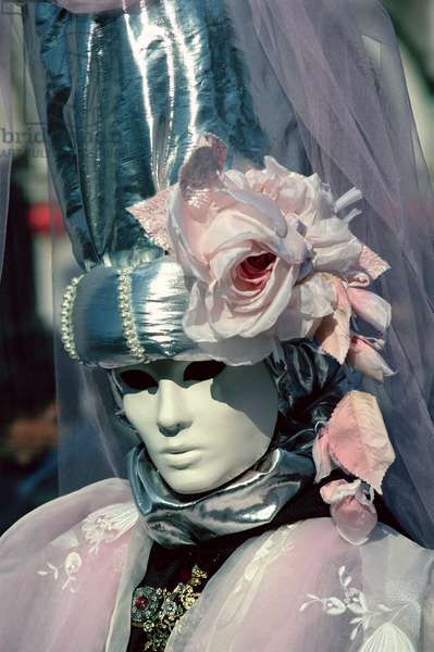 Pink and White Bridal Costume, a Venice Carnival mask, 1994 (photo)