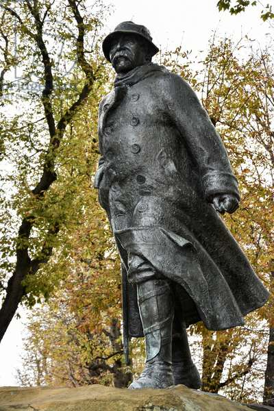 Statue Georges Clemenceau/Round point of the Champs Elysees/Paris