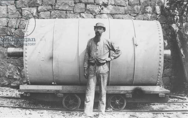 Glazing barrel, Moses Campbell (b/w photo)