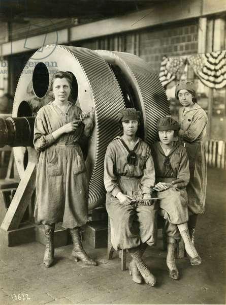 Women gear filers, reduction gear erecting shop, 1919 (b/w photo)