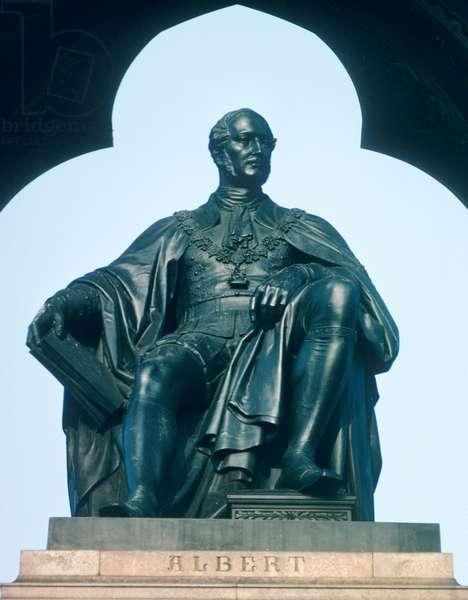 Statue of Prince Albert on the Albert Memorial (photo)