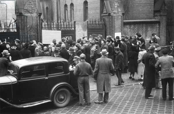 Berliners rush to fill in denazification questionnaires at the police headquarters in Friesenstrasse, Kreuzberg, Berlin, 1945 (b/w photo)