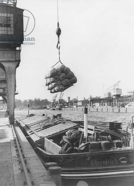 Flour and conserves being uploaded from a goods barge in West Berlin during the Berlin Blockade, 1949 (b/w photo)