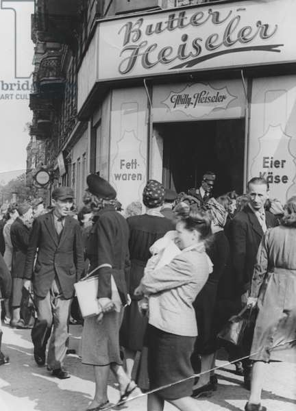 First West German goods on sale in West Berlin following the end of the Berlin Blockade (24th June 1948 - 11th May 1949), Berlin, 17th May 1949 (b/w photo)