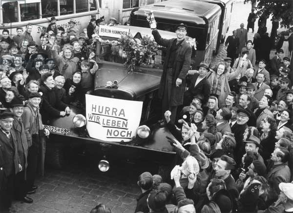 The first buses leave Berlin for West Germany following the end of the Berlin Blockade (24th June 1948 - 11th May 1949), Berlin, 12th May 1949 (b/w photo)