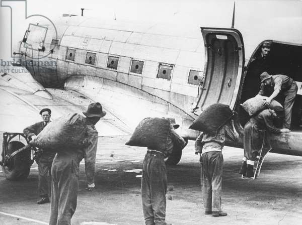 A plane being loaded during the Berlin Airlift (24th June 1948 - 11th May 1949), Berlin, between 24th June 1948 - 12th May 1949 (b/w photo)