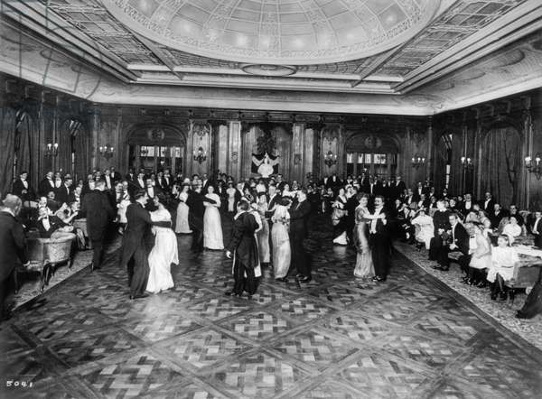 Ballroom on the ship Imperator, from the photo series 'The new emigrant city HAPAG on the Veddel in Hamburg', 1913 (b/w photo)