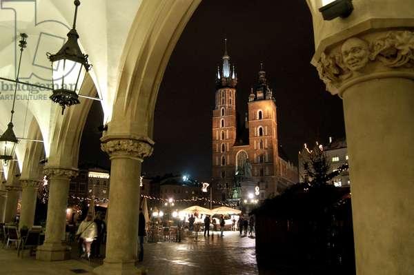 St. Mary's Basilica, Market Square, Krakow, Poland (photo)