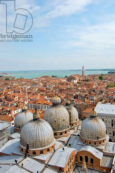 View of the rooftops of Venice and St. Mark's Basilica, Venice, Italy (photo)