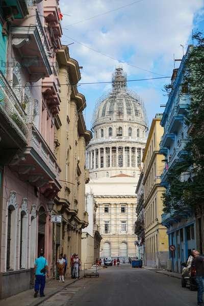 Capitolio at the end of Barcelona, Havana, Cuba (photo)