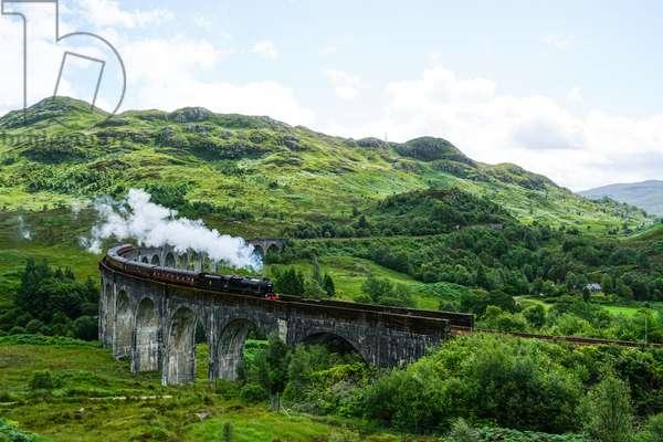 Glenfinnan Viaduct, Scotland (photo)
