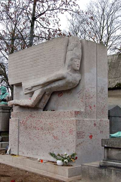 The Tomb of Oscar Wilde, Père Lachaise Cemetery, Paris, France (photo)