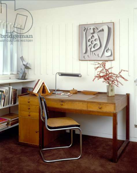 Detail of Desk and Chair, Gropius House in Lincoln, Massachusetts, built in 1938 (photo)
