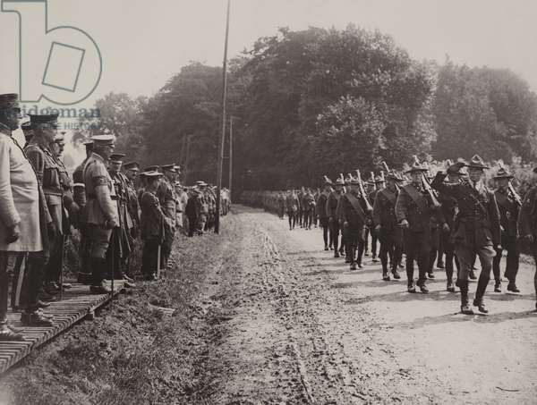 Service to mark the opening of the 4th year of war, 1917 (b/w photo)