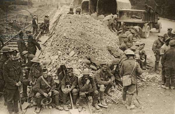 Stones for road repairs, Flanders, 1914-18 (b/w photo)