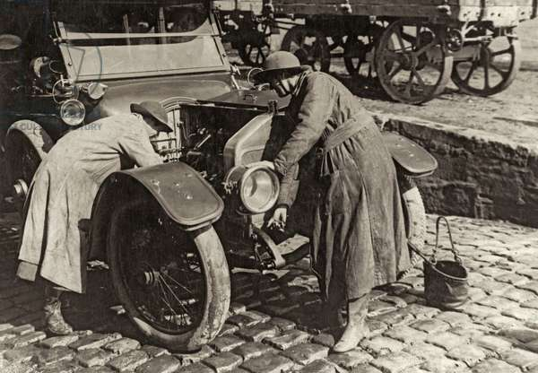 Members of the Women's Army Auxiliary Corps repair an officer's car, Western Front, 1914-18 (b/w photo)