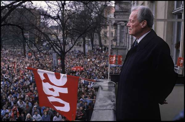 Honorary chairman of the Social Democratic Party of Germany, Willy Brandt, at a campaign rally in Potsdam, 11th March 1990 (photo)