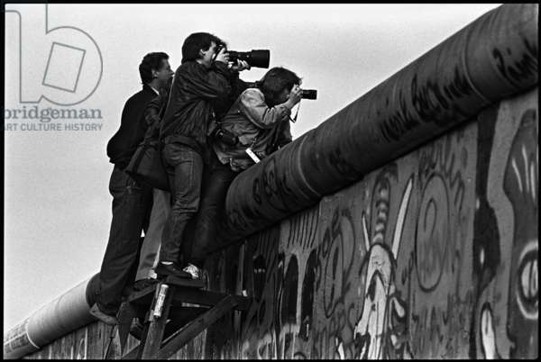 Photojournalists document the arrest of a border trespasser in the restricted area of the Berlin Wall, 1986 (b/w photo)