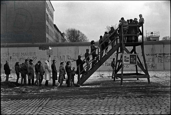 People queuing for the viewing platform following the explosion of a church on the other side of the Berlin Wall, 1985 (b/w photograph)