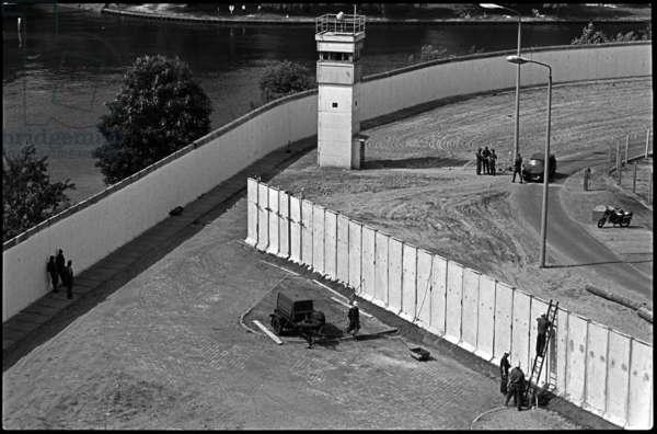 The Berlin Wall in the Neukoeln area, 1988 (b/w photo)