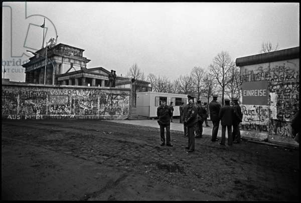 Opening in the wall near the Brandeburg Gate, 22nd December 1989 (b/w photo)