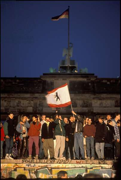 Berliners from East and West celebrating the opening of the border on the Berlin Wall, Brandenburg Gate, Berlin, 9th November 1989 (photo)