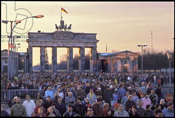 From 24th December West Berliners could go to and from the DDR without needing a visa, 1989 (photo)