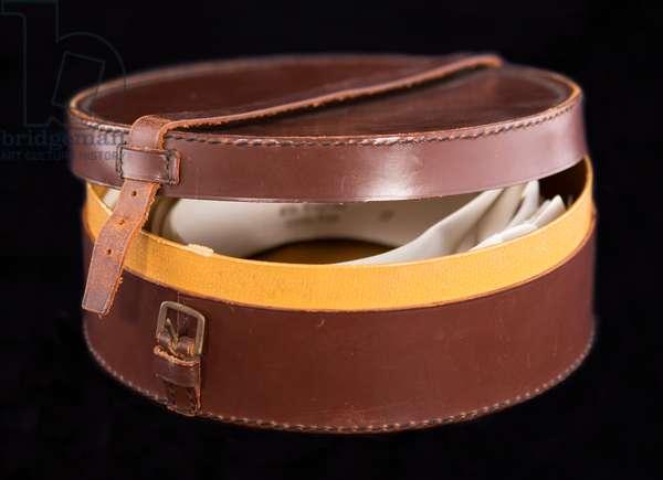 Collar box, c.1890-1920 (leather, cardboard & metal)