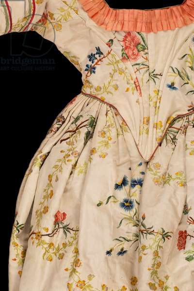 Open robe, c.1845 (brocaded ivory silk taffeta)