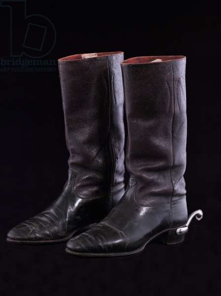 Royal Horse Artillery boots, c.1890 (black patent leather with steel spurs)