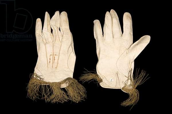 Coronation gloves, 1821