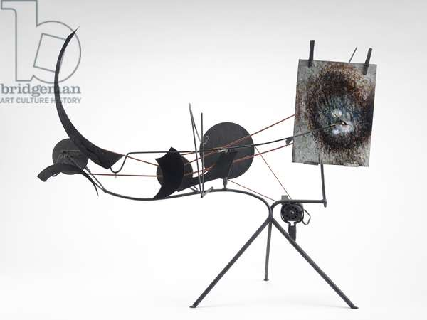Méta-matic No. 9, 1958 (round rubber belt, steel rods, painted sheet metal, wire wooden pulleys, two clothes pins & electric motor)