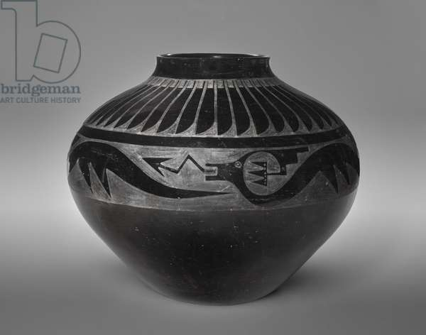 Jar with feathers and an avanyu, 1934-43 (matt black-on-black earthenware)