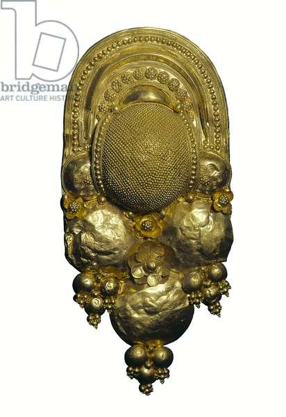 Etruscan civilization: gold earring. 4th century BC. London, British museum