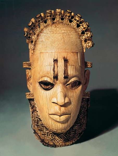 Edo culture : Ivory mask made in the 16th century.
