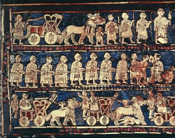Art babylonien : l'etendard d'Ur. Objet dont on ne connait pas la fonction exacte mais servant peut etre de niveau. C'est une des plus anciennes representation de l'armee  Sumerienne de Mesopotamie. 2600 -2400 avant JC.  Mosaique.  Provenant du cimetiere royal d'Ur en Iraq. Londres, The British Museum.