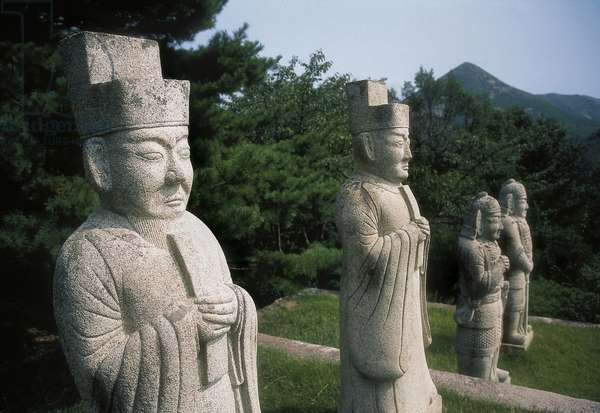 Monumental statues of civil and military officials who line the path to the tomb of King Kongmin (reign 1352-1374), 10th-1th century, Koryo dynasty (photo)