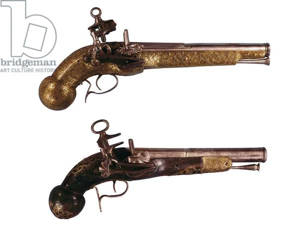 Weapon: pistols from the beginning of 18th century (photo)