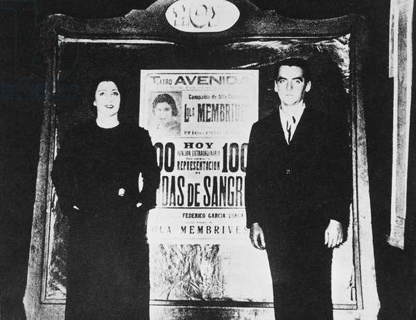"""Federico Garcia Lorca (1898-1936) Spanish writer represents with the Argentine actress Lola Membrives (1888-1969) on a poster for the author's representation, the """""""" Blood Wedding """""""" in Buenos Aires on October 25, 1933. Photograph preserved at the Federico Garcia Lorca Foundation, Madrid."""