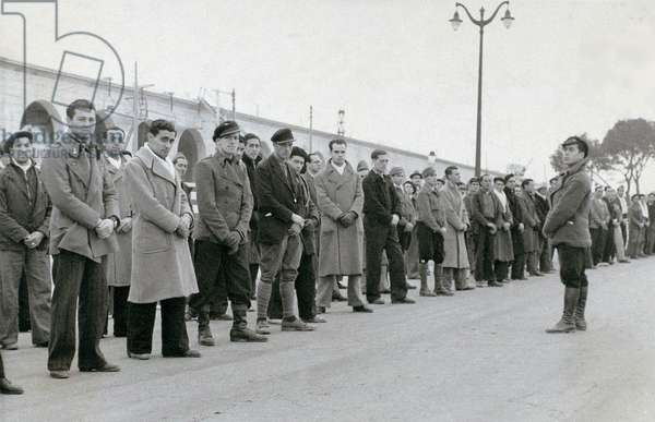 Spanish Civil War (1936-1939): Men mobilized by the Republican government, c. 1936-39 (b/w photo)